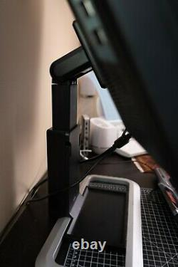 30 HP LP3065 Monitor w stand, professional grade